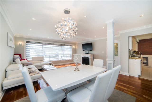 Detached at 271 Sussex Ave, Richmond Hill, Ontario. Image 15
