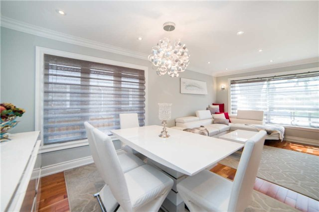 Detached at 271 Sussex Ave, Richmond Hill, Ontario. Image 16