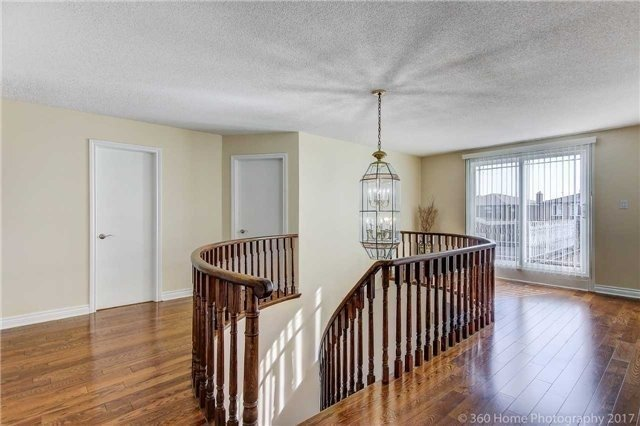 Detached at 66 Marwood Pl, Vaughan, Ontario. Image 5