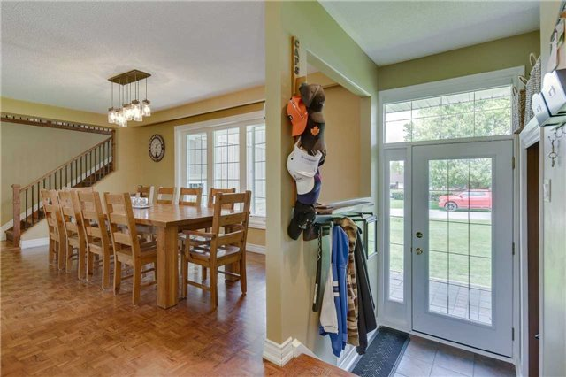 Detached at 2 Cerswell Dr, Bradford West Gwillimbury, Ontario. Image 17