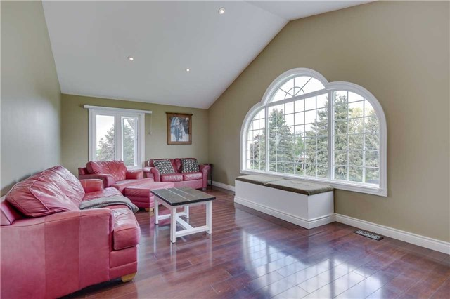 Detached at 2 Cerswell Dr, Bradford West Gwillimbury, Ontario. Image 19