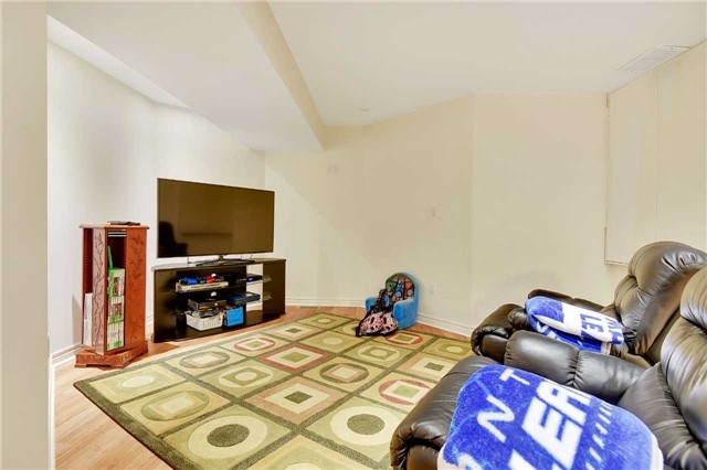 Detached at 1 Langtry Pl, Vaughan, Ontario. Image 3