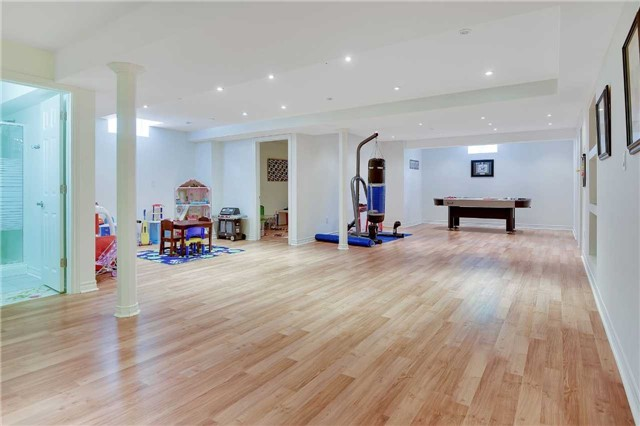 Detached at 1 Langtry Pl, Vaughan, Ontario. Image 4