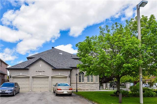 Detached at 1 Langtry Pl, Vaughan, Ontario. Image 8