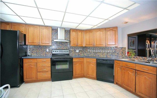 Condo Apartment at 100 Arbors Lane, Unit 401, Vaughan, Ontario. Image 2