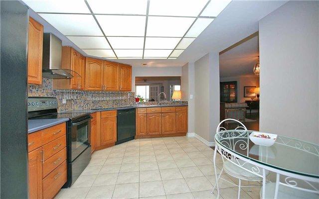 Condo Apartment at 100 Arbors Lane, Unit 401, Vaughan, Ontario. Image 3