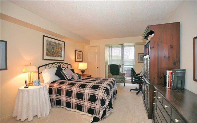 Condo Apartment at 100 Arbors Lane, Unit 401, Vaughan, Ontario. Image 7