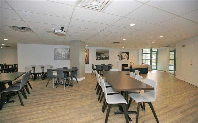 Condo Apartment at 100 Arbors Lane, Unit 401, Vaughan, Ontario. Image 11