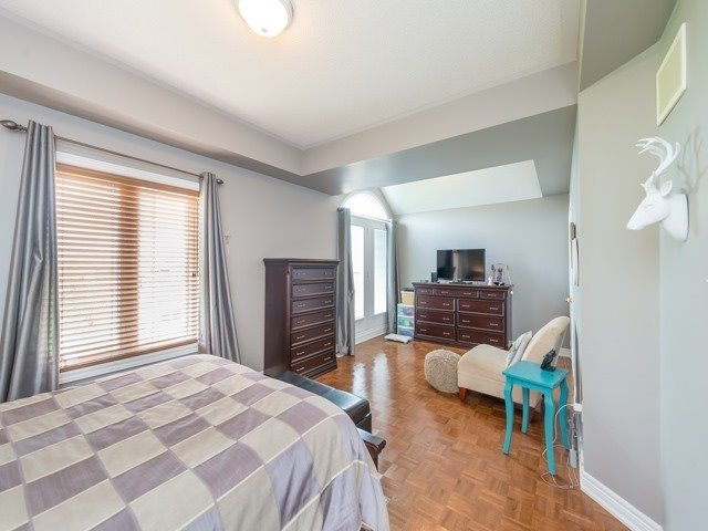 Detached at 64 Timber Valley Ave, Richmond Hill, Ontario. Image 3