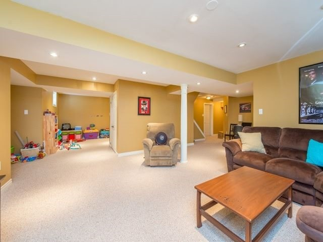 Detached at 64 Timber Valley Ave, Richmond Hill, Ontario. Image 10