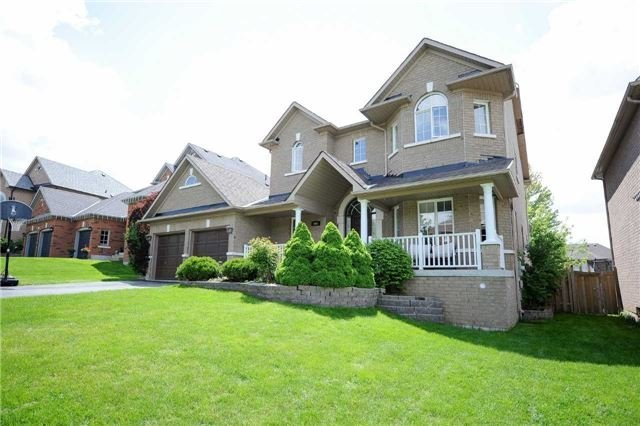 Detached at 990 Northern Prospect Cres, Newmarket, Ontario. Image 12