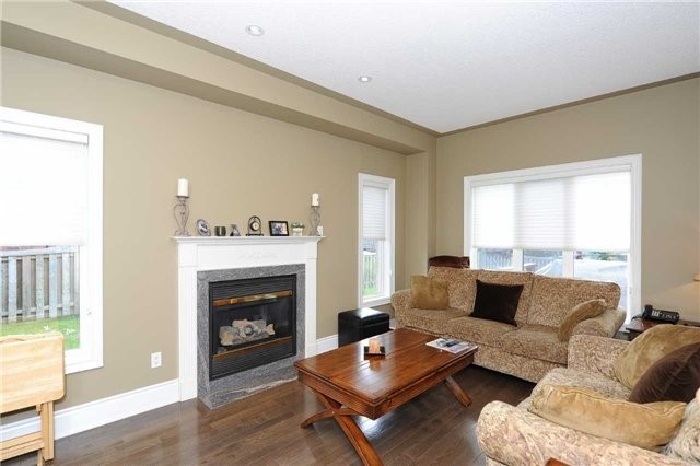 Detached at 990 Northern Prospect Cres, Newmarket, Ontario. Image 19