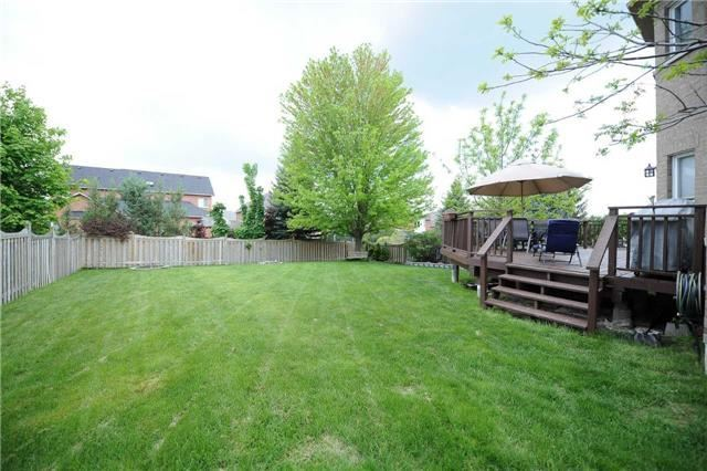 Detached at 990 Northern Prospect Cres, Newmarket, Ontario. Image 13