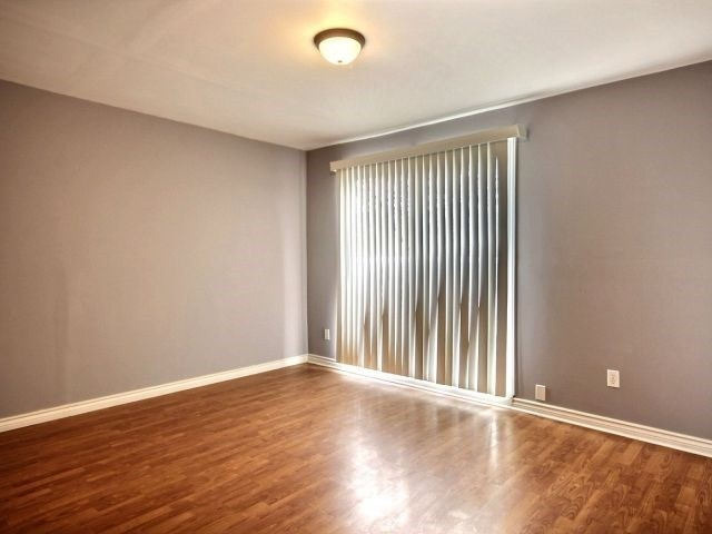 Condo Townhouse at 60 Porterfield Cres, Markham, Ontario. Image 2