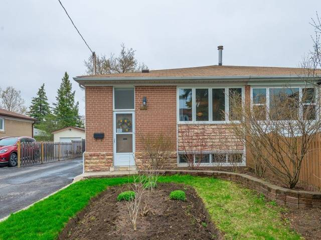 Semi-detached at 174 Taylor Mills Dr N, Richmond Hill, Ontario. Image 1