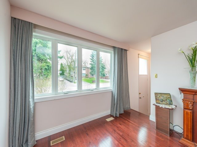 Semi-detached at 174 Taylor Mills Dr N, Richmond Hill, Ontario. Image 11