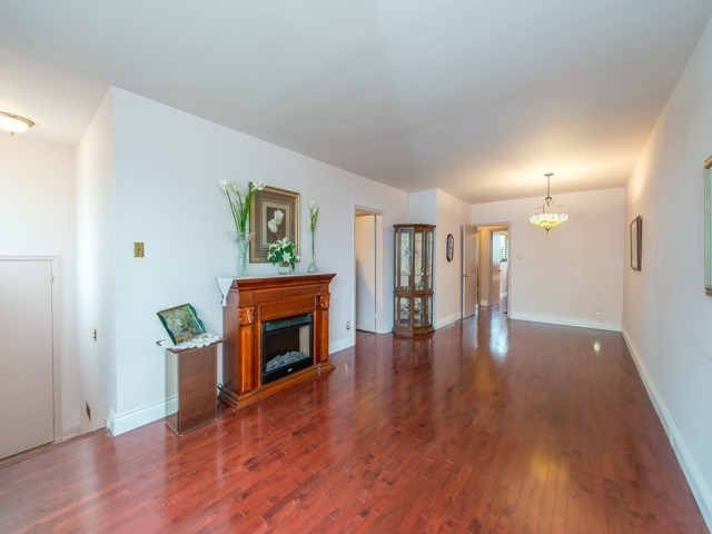 Semi-detached at 174 Taylor Mills Dr N, Richmond Hill, Ontario. Image 12