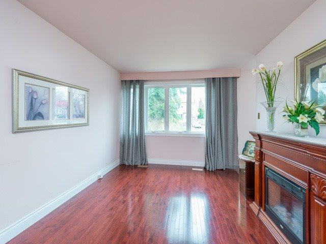 Semi-detached at 174 Taylor Mills Dr N, Richmond Hill, Ontario. Image 14