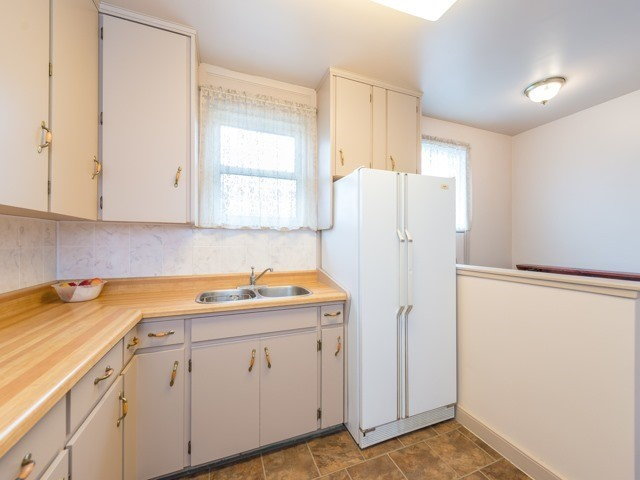 Semi-detached at 174 Taylor Mills Dr N, Richmond Hill, Ontario. Image 4