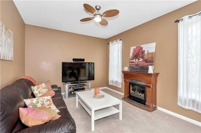 Detached at 306 Reeves Way Blvd, Whitchurch-Stouffville, Ontario. Image 2