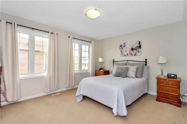 Detached at 306 Reeves Way Blvd, Whitchurch-Stouffville, Ontario. Image 3