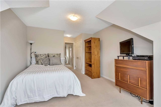 Detached at 306 Reeves Way Blvd, Whitchurch-Stouffville, Ontario. Image 4