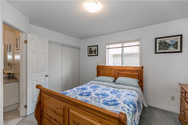 Detached at 1261 Forest St, Innisfil, Ontario. Image 5