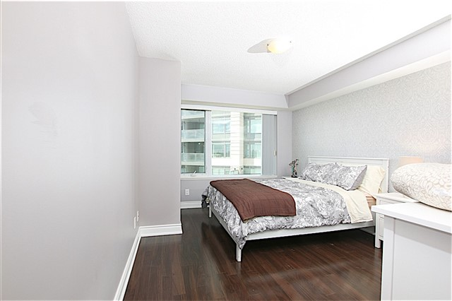 Condo Apartment at 273 South Park Rd, Unit 515, Markham, Ontario. Image 3