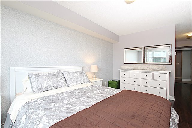 Condo Apartment at 273 South Park Rd, Unit 515, Markham, Ontario. Image 4