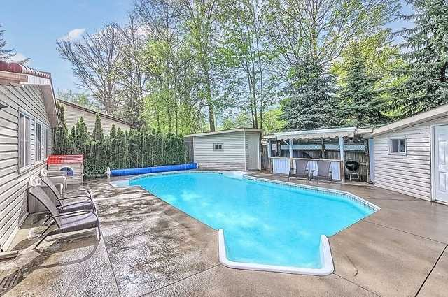 Detached at 680 9th Line, Innisfil, Ontario. Image 13