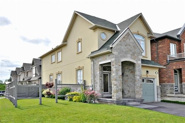 Detached at 2 Woodville Dr, Vaughan, Ontario. Image 1
