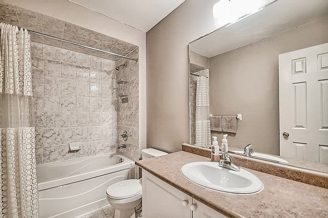 Townhouse at 76 Daws Hare Cres, Whitchurch-Stouffville, Ontario. Image 11