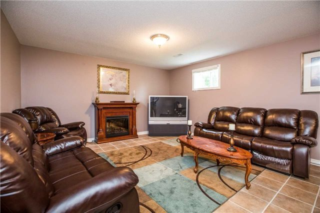 Detached at 1987 Kate Ave, Innisfil, Ontario. Image 2