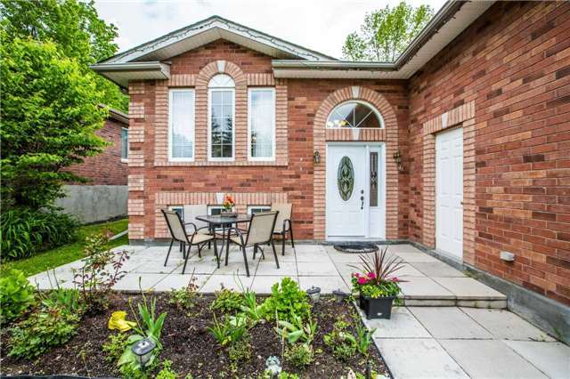 Detached at 1987 Kate Ave, Innisfil, Ontario. Image 9