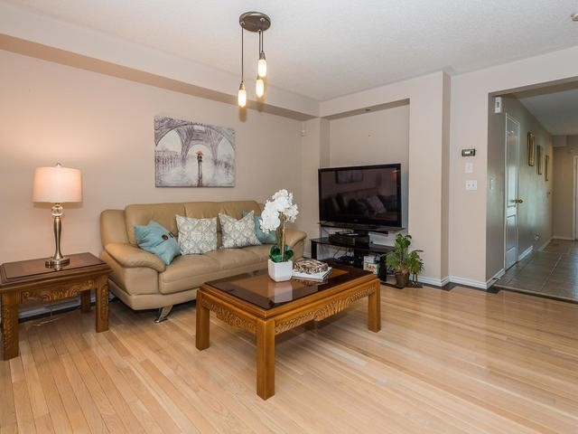 Townhouse at 6 Harmony Rd, Vaughan, Ontario. Image 14