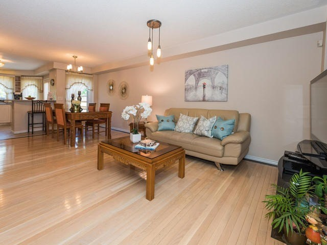 Townhouse at 6 Harmony Rd, Vaughan, Ontario. Image 15