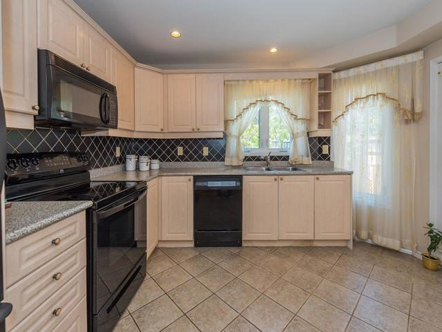 Townhouse at 6 Harmony Rd, Vaughan, Ontario. Image 17