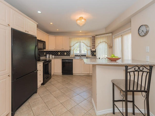 Townhouse at 6 Harmony Rd, Vaughan, Ontario. Image 18