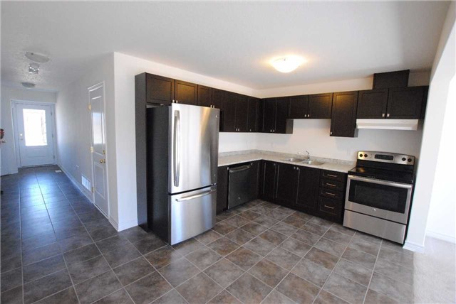 Townhouse at 141 Hutchinson Dr, New Tecumseth, Ontario. Image 3
