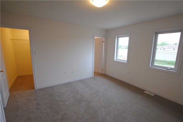 Townhouse at 141 Hutchinson Dr, New Tecumseth, Ontario. Image 5