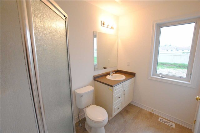 Townhouse at 141 Hutchinson Dr, New Tecumseth, Ontario. Image 6