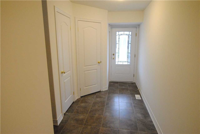 Townhouse at 141 Hutchinson Dr, New Tecumseth, Ontario. Image 2