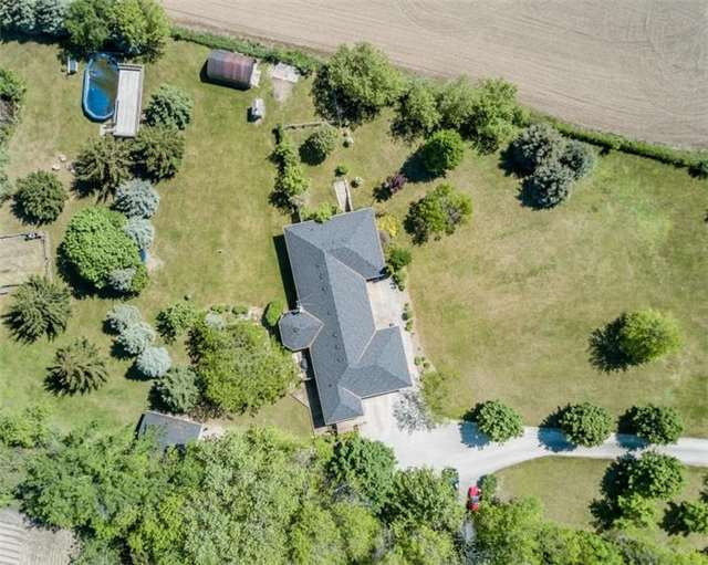 Detached at 7000 11th Line, New Tecumseth, Ontario. Image 12