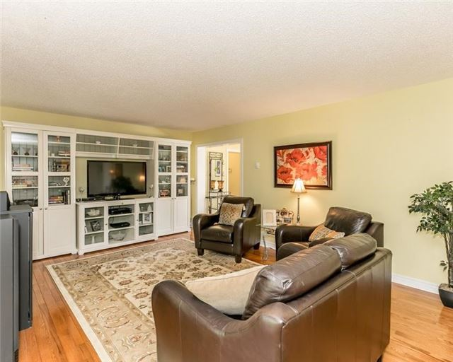 Detached at 7000 11th Line, New Tecumseth, Ontario. Image 3