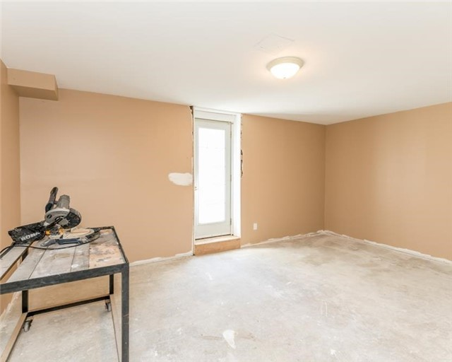 Detached at 7000 11th Line, New Tecumseth, Ontario. Image 13