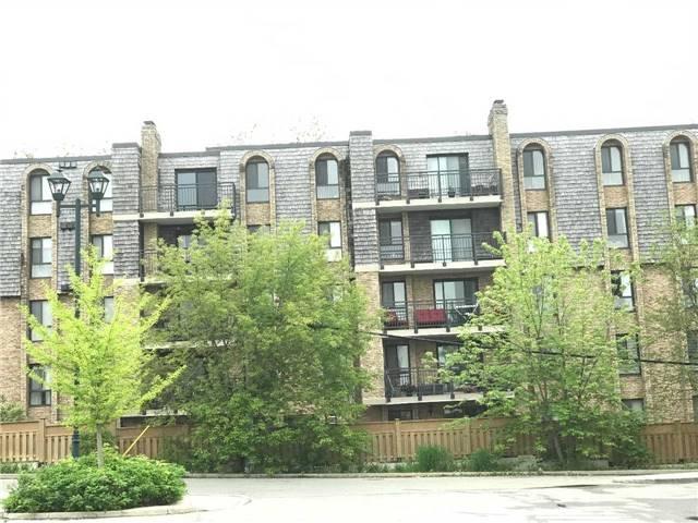 Condo Apartment at 15390 Yonge St, Unit 407, Aurora, Ontario. Image 13