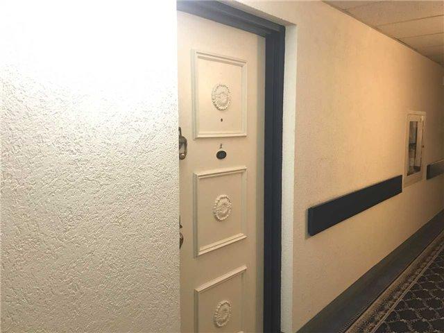 Condo Apartment at 15390 Yonge St, Unit 407, Aurora, Ontario. Image 16