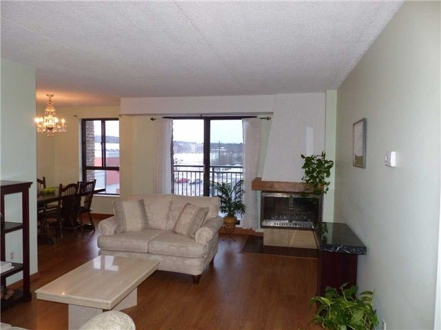 Condo Apartment at 15390 Yonge St, Unit 407, Aurora, Ontario. Image 18