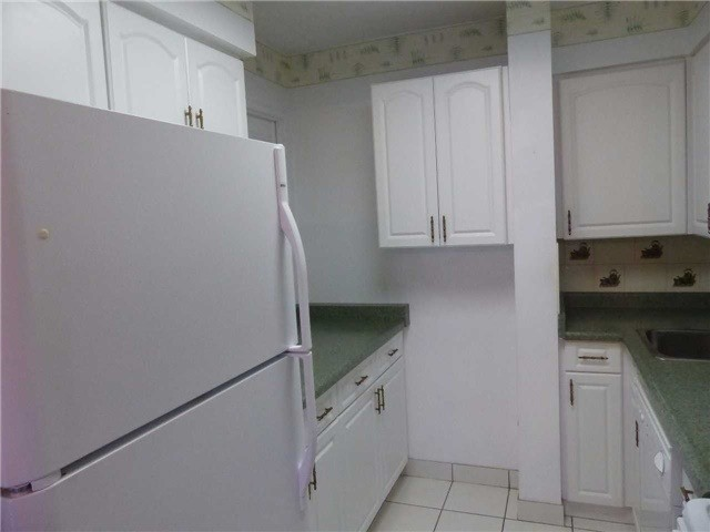 Condo Apartment at 15390 Yonge St, Unit 407, Aurora, Ontario. Image 19