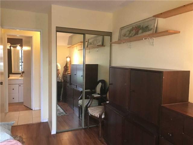 Condo Apartment at 15390 Yonge St, Unit 407, Aurora, Ontario. Image 6